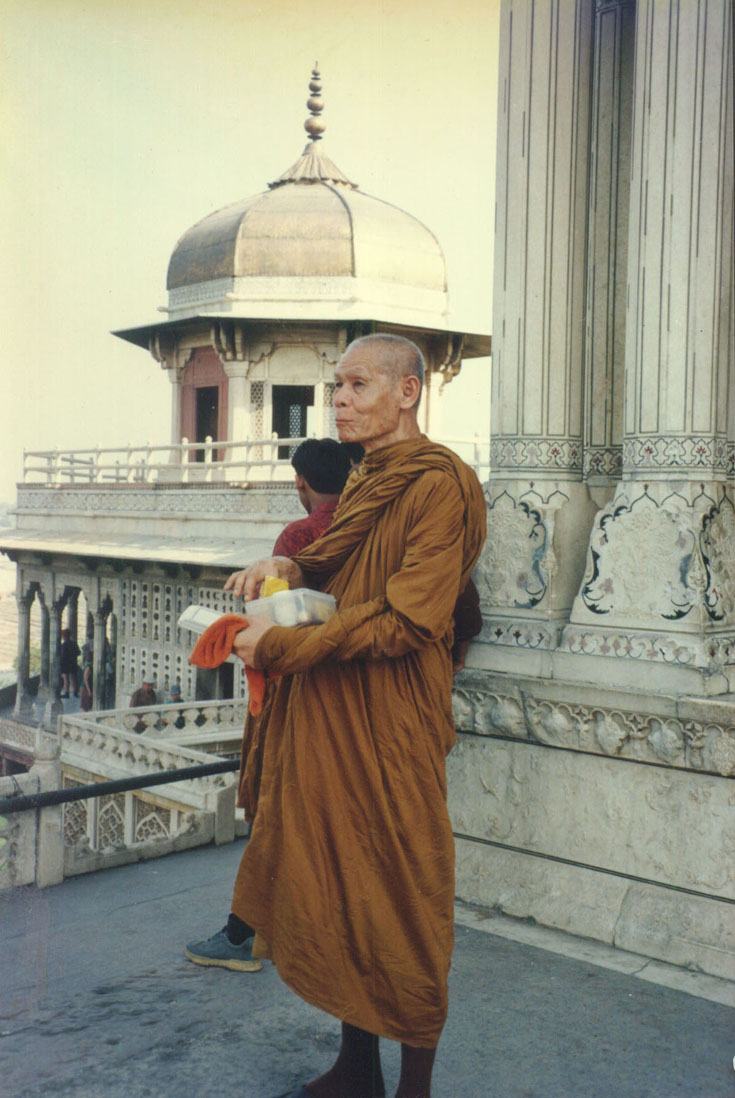 Phra Ajaan Puth Thaniyo was on a journey for a religious purpose to a pilgrim town in India.